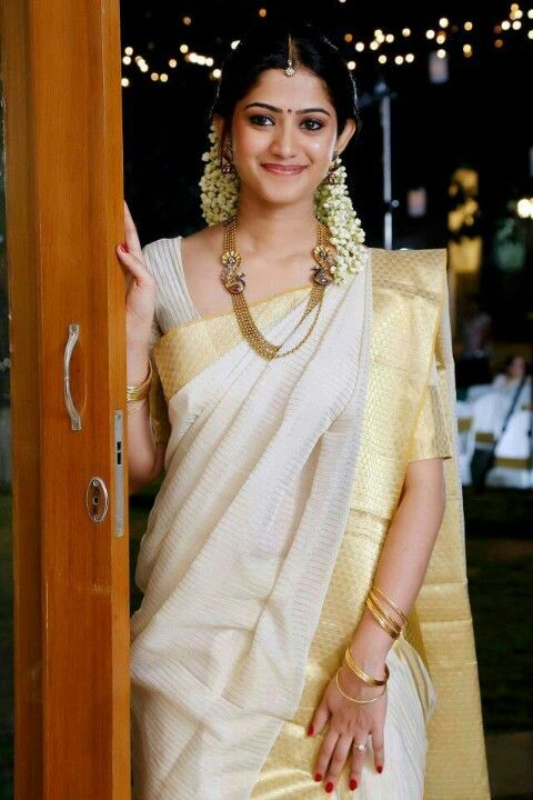 Kasavu Saree For Conventional Kerala Wedding Look The Designer Sarees With Its Excellent Notorious Brilliant Zari Eared Diffely In Relation