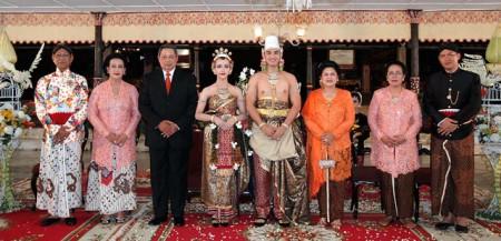 Royal Wedding Ke On Yog Arta