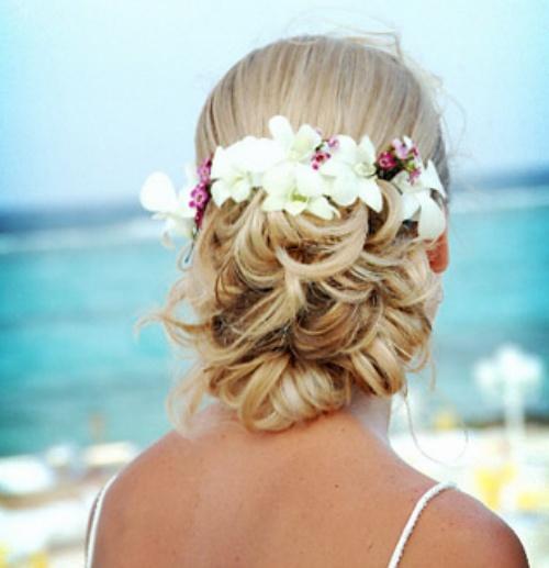 Best Beach Wedding Hairstyles: Bride-In-Dream: Wedding Hairstyles For Beach Wedding