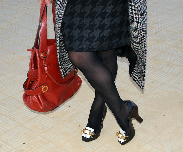 outfit_con_bolso_y_zapatos_loewe