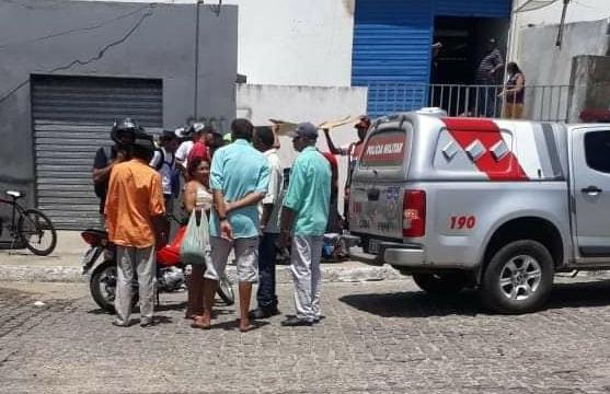 Homem fica ferido em Delmiro Gouveia ao ser esfaqueado na cabeça após discutir  com uma mulher