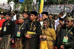 Presiden Jokowi Terima Gelar Adat Riau Datuk Seri Setia Negara