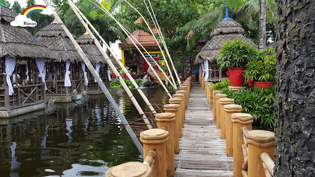 Isdaan Floating Restaurant