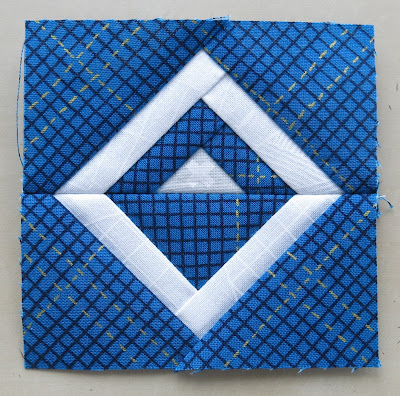 Luna Lovequilts - Paper pieced log cabin block - Tutorial