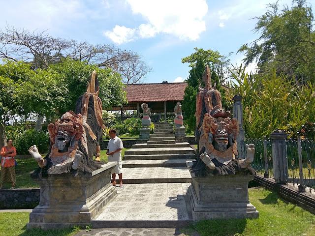 экскурсии на бали. водный дворец Тирта Ганга
