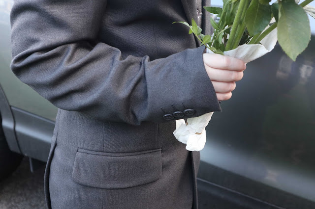 A close up of the sleeve buttons on a grey Roco suit.