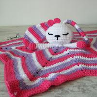 http://gateandocrochet.blogspot.com.es/2016/04/patron-manta-de-apego-crochet.html