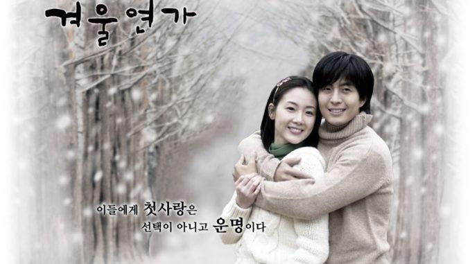 "Drama Korea (Winter Sonata Sub Indo) ini menceritakan tentang kisah tiga orang yang terikat bersama karena takdir cinta pertama mereka. Destiny telah membuat ketiganya bertemu, terpisah dan terperangkap oleh namanya ""Keluarga"" mereka yang sudah lama lupakan. Hubungan dirantai yang terjalin di antara orang-orang ini perlahan akan terungkap dengan cara misterius."