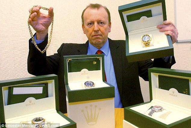 """قوة شرطية تمكنت من جني 1.5 مليون جنيه إسترليني """"1.8 مليون دولار"""" عبر موقع eBay"""