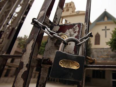 Iglesia cerrada por disminución de filigreses