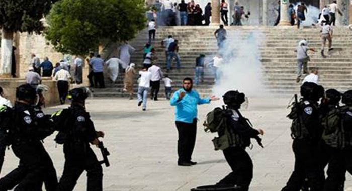 Warga Palestina dan Polisi Bentrok di Kompleks Al-Aqsha