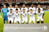 VALENCIA C. F. - Temporada 2018-19 - Neto, Gabriel Paulista, Piccini, Ezequiel Garay, Kondogbia y Parejo; Guedes, Carlos Soler, Gayá, Gameiro y Batshuayi. VALENCIA C. F. 1 (Garay) F. C. BARCELONA 1 (Messi). 07/10/2018. Liga de 1ª División, jornada 8. Valencia, estadio de Mestalla.