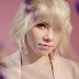 """""""Dedicated"""", Carly Rae Jepsen e mais uma dose do pop subestimado em sua melhor forma"""