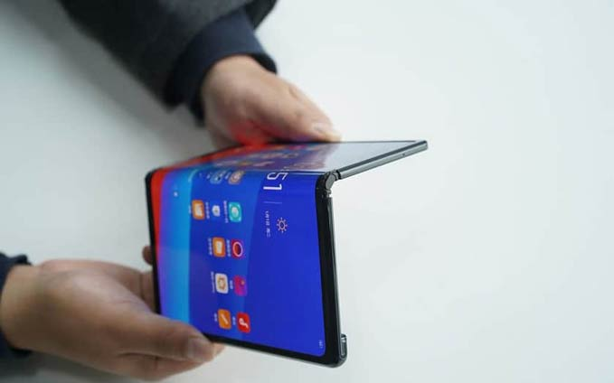 mwc-2019-oppo-unveil-fold-smartphone