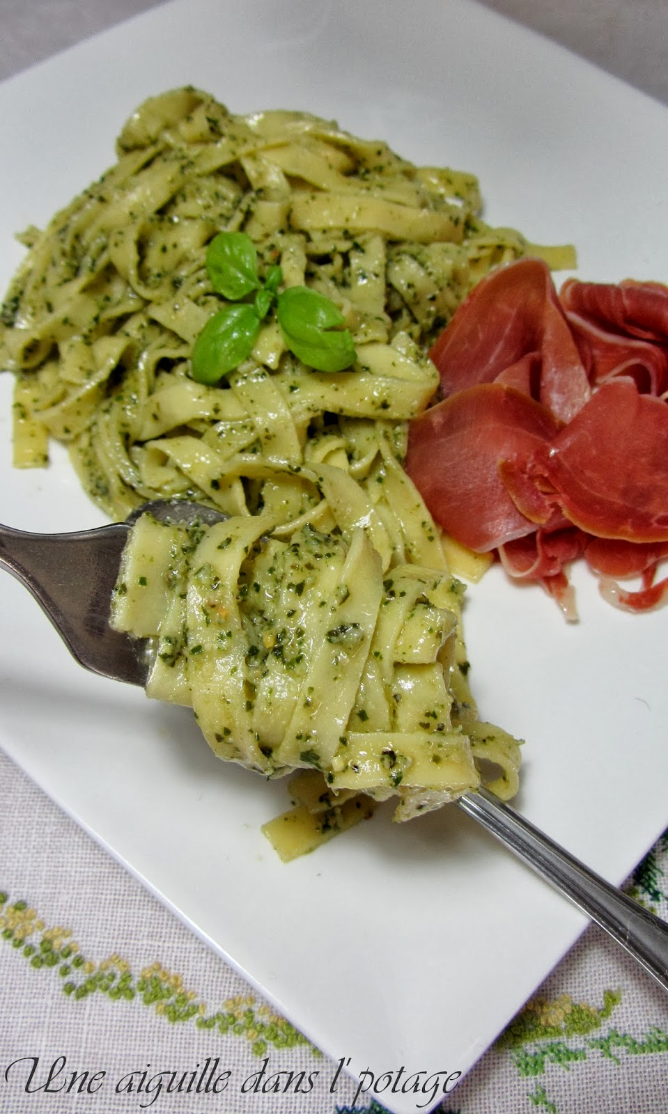 pâtes-tagliatelles-basilic-parmesan-pignon de pin-huile d'olive