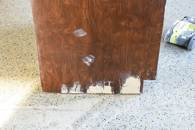 Fixing damage in veneer with wood filler