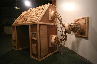 consola hecha con madera