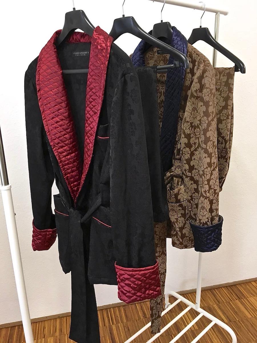 herren schlafanzug aus warmer baumwolle und seide mit englischer hausjacke und pyjamahose. Black Bedroom Furniture Sets. Home Design Ideas