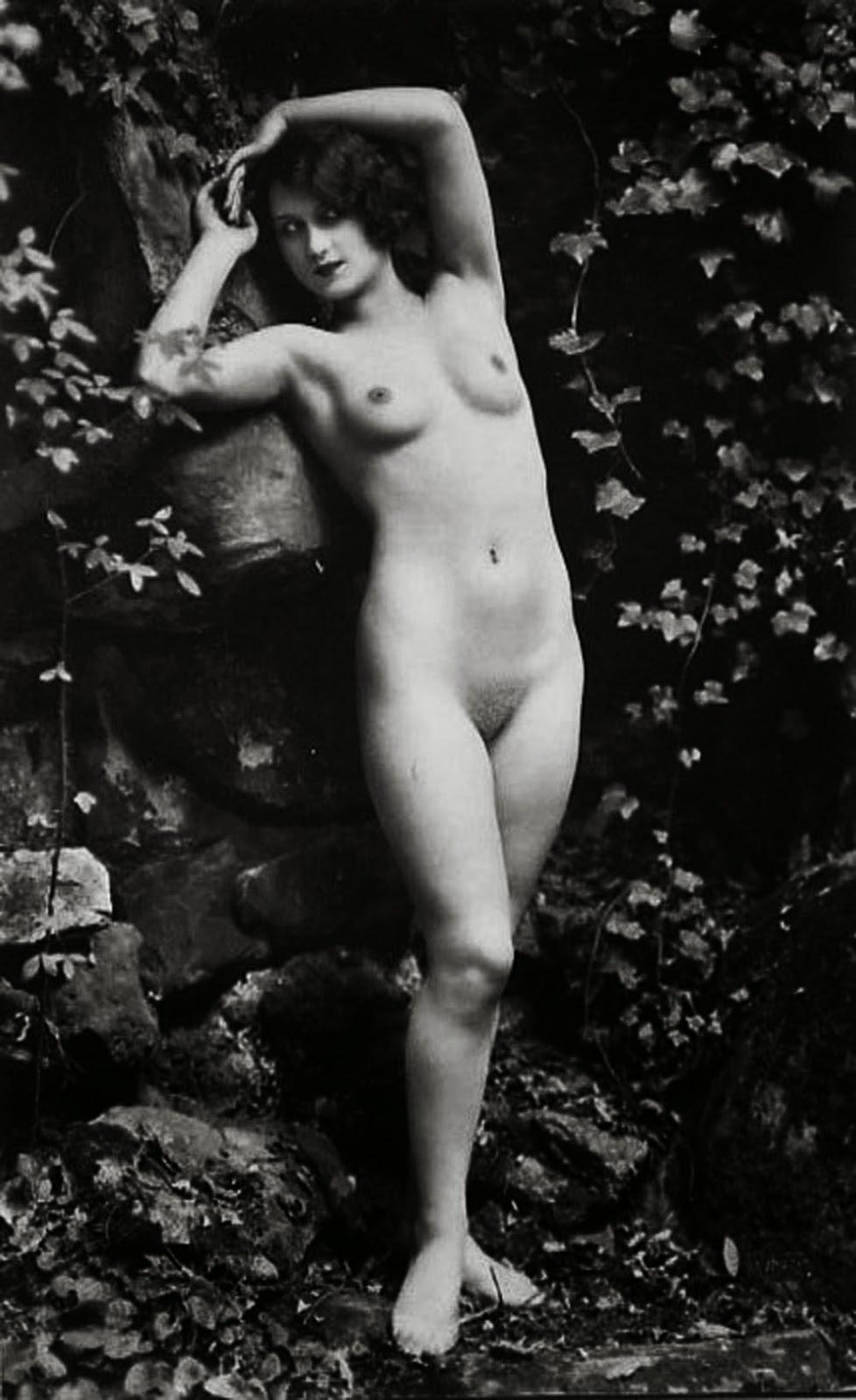 Besos al desnudo entre lesbianas - 1 part 4