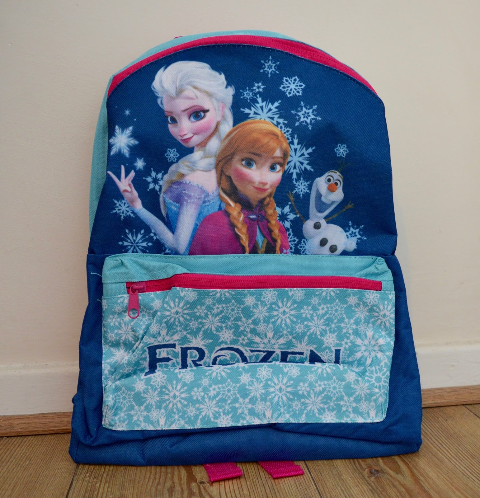 Top Tips and handy advice for surviving the school run - Frozen school bag
