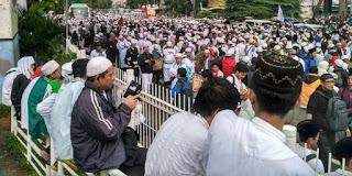 Waduh .. Nekat Liput aksi 112, wartawan Metro TV dipukul bambu dan diludahi - Commando