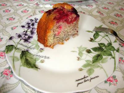 Porción Bundt cake de bayas