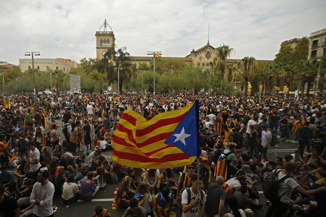 O presidente catalão, Carles Puigdemont, declarou independência unilateral da Espanha nesta terça-feira.