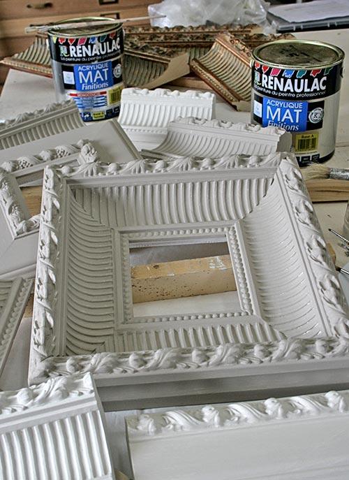 Boiserie c 18 idee per riciclare creativamente vecchi for Cornici per quadri shabby chic