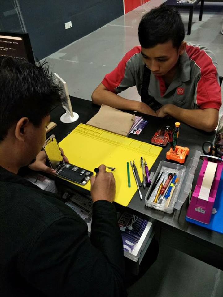 Servis Repair iPhone Ampang Face2Face