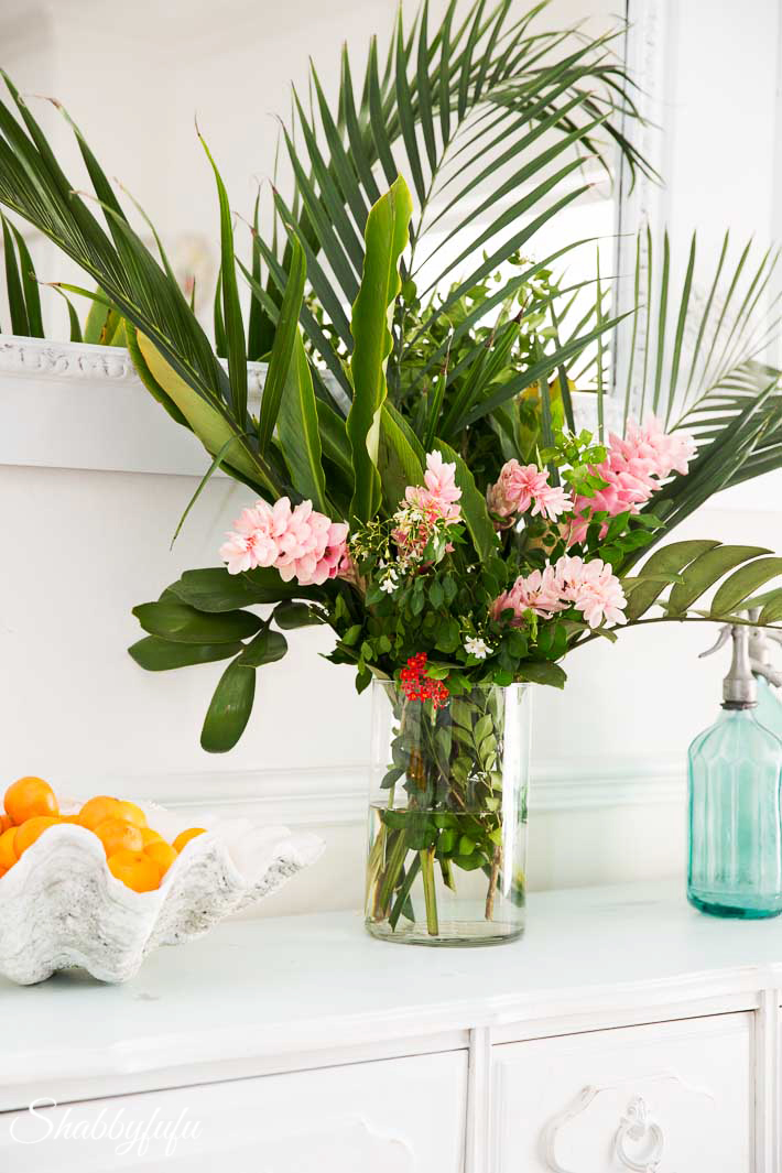 Tropical Decorating Ideas With Flowers   shabbyfufu com tropical table setting ideas