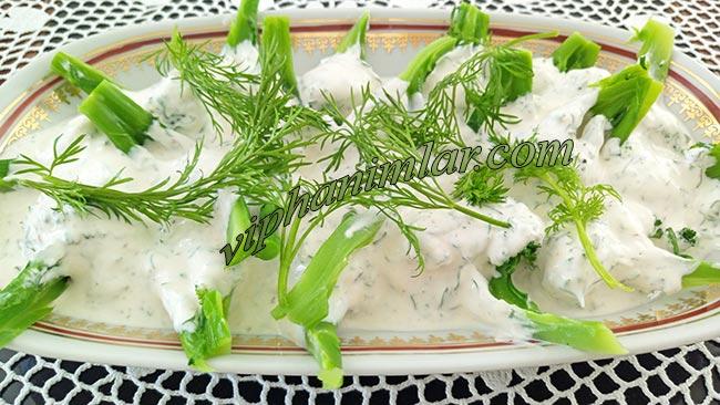 Diyettekiler İçin Yoğurtlu Brokoli Salatası - www.viphanimlar.com