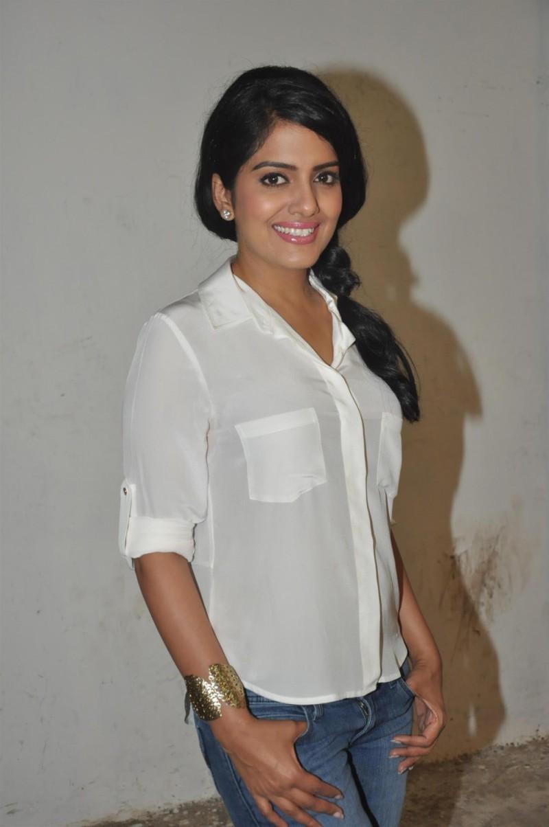 Vishakha Singh Transparent Hot Photos In White Shirt