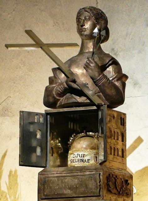 Το ιερό σκήνωμα της Αγίας Ελένης (2) http://leipsanothiki.blogspot.be/