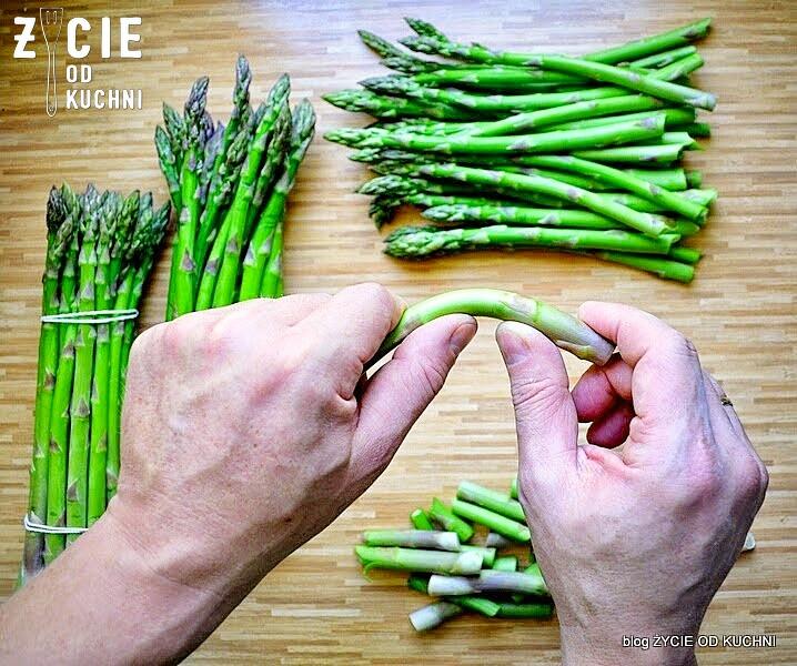 szparagi, zielone szparagi, jak ugotowac szparagi, tarta, pstrag ojcowski, tarta z wedzona ryba, tarta wytrawna, tarta ze szparagami, tarta z zielonym groszkiem, przepisy z wedzona ryba, przepisy z pstragiem ojcowskim, blog zycie od kuchni, zycie od kuchni