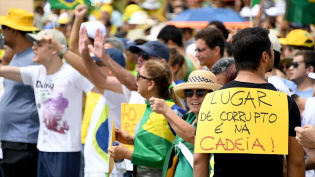 Masiva protesta contra corrupción política en Brasil