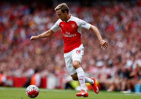 Nacho Monreal được coi là cầu thủ hay nhất của Arsenal trong tháng 9