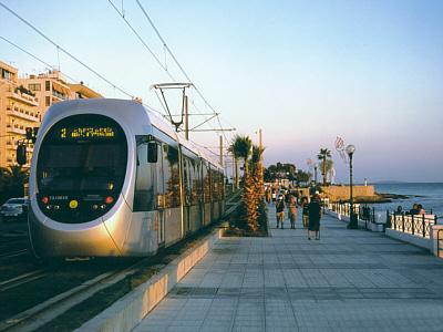 Αποτέλεσμα εικόνας για τραμ και παραλια