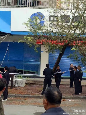 Man arrested for robbing bank in daylight with excavator in South China