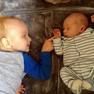 Christkind und kleiner Brudi