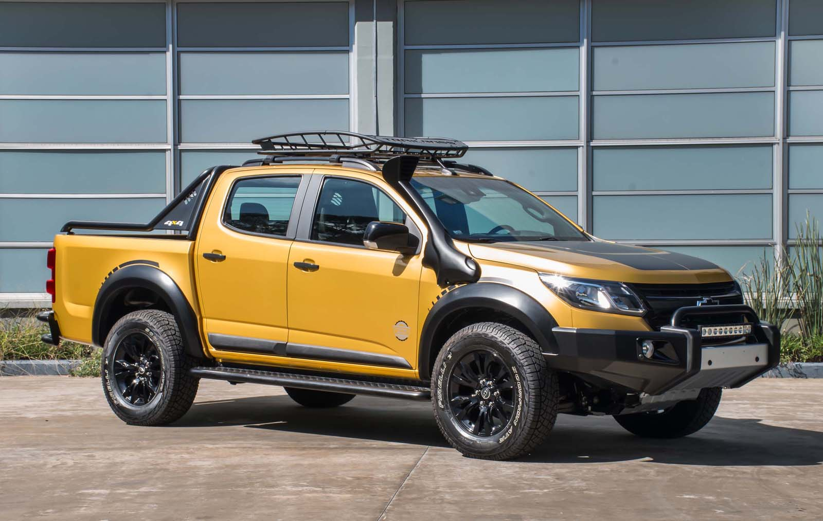 chevy s10 trailboss concept looks more tonka than bumblee carscoops. Black Bedroom Furniture Sets. Home Design Ideas