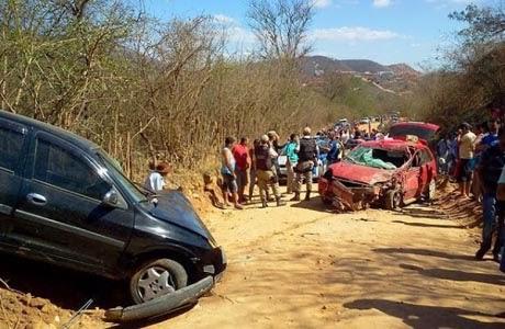 Macaúbas: Duas pessoas morrem em acidente em estrada de terra na zona rural