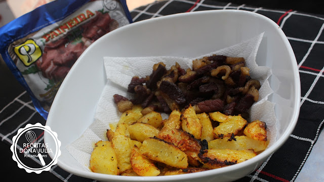 """"""" Carne seca frita com batatas"""""""