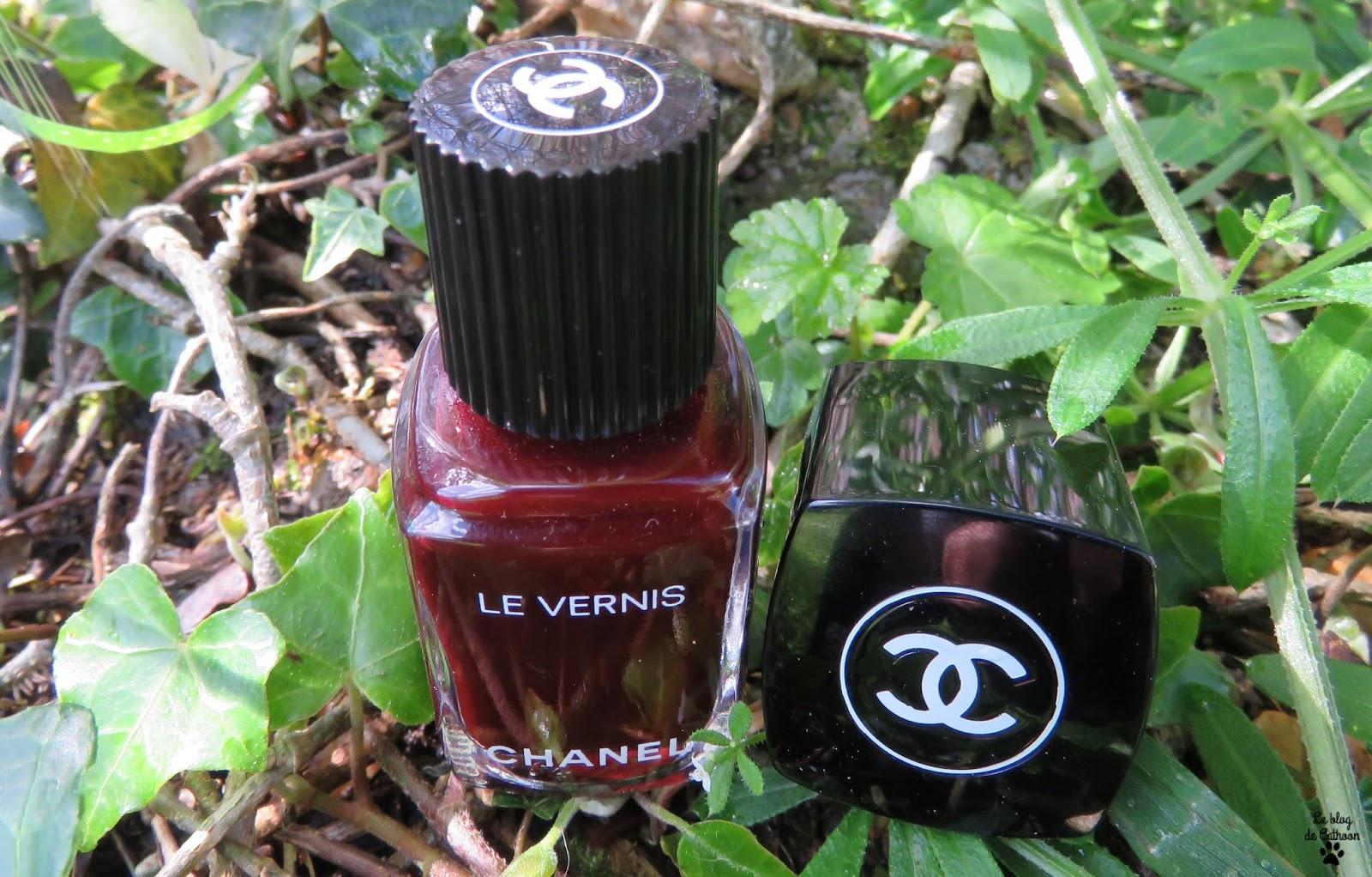 Rouge noir vernis Chanel