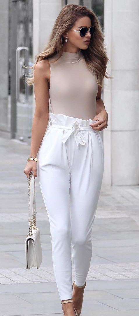 amazing business style: nude top + white pants + bag + heels