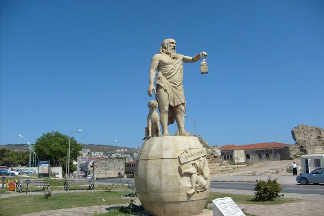 Turkish Islamists demand removal of statue of Greek philosopher