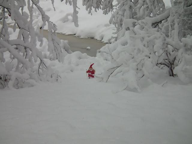 joulutonttu, hanki. lumi, tykkylumi, tonttutyttö, Karintien joulu