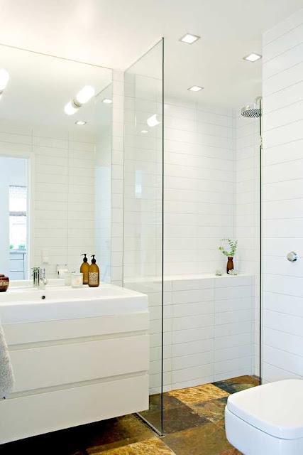 studio karin inf lld spegel och duschv gg i glas bra f r ett litet badrum. Black Bedroom Furniture Sets. Home Design Ideas