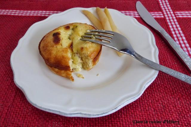 Moelleux aux asperges blanches et coeur coulant de sauce hollandaise