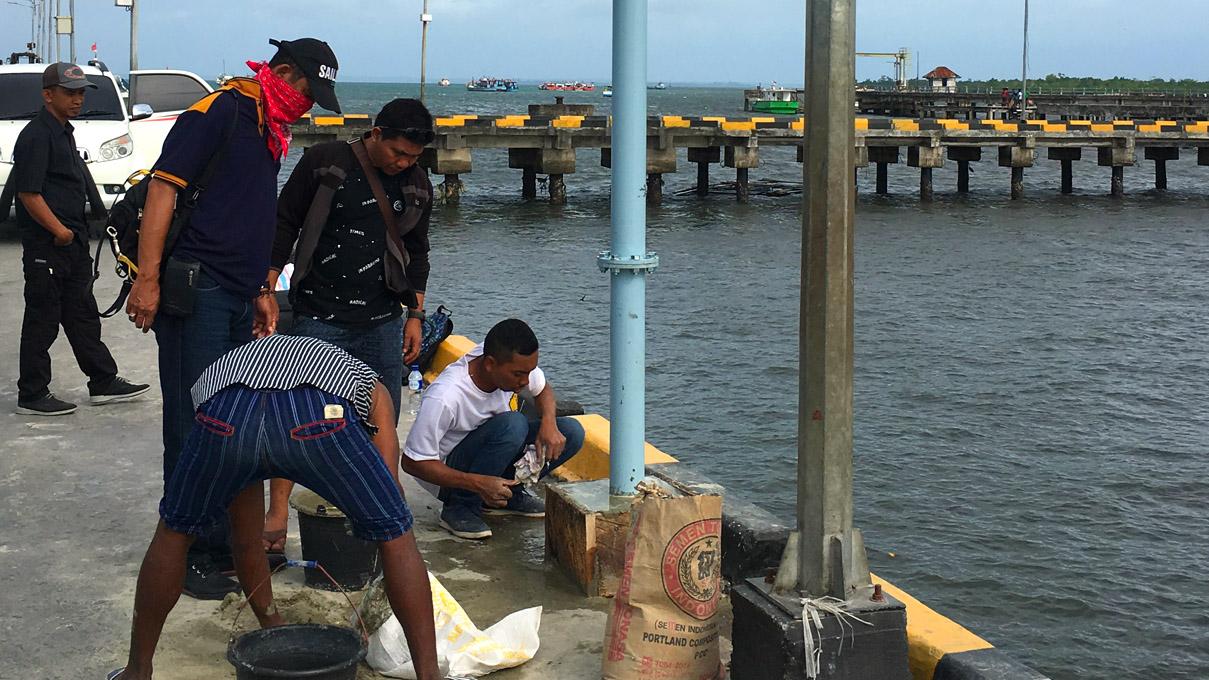 Instalasi Pemantauan di Pelabuhan Dobo, Maluku Utara