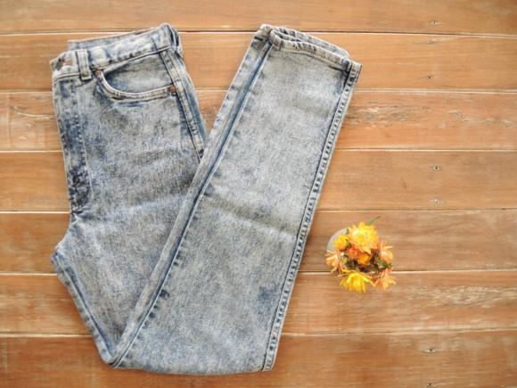 Levis stonewash denim jeans